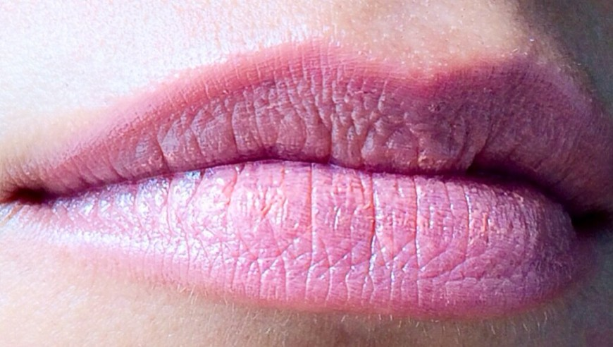 Laqa & Co Lip Lube Swatch - Bees Knees
